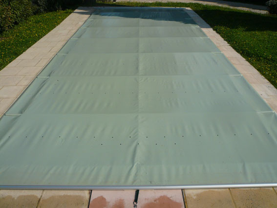 couverture de piscine barres top couverture piscine. Black Bedroom Furniture Sets. Home Design Ideas