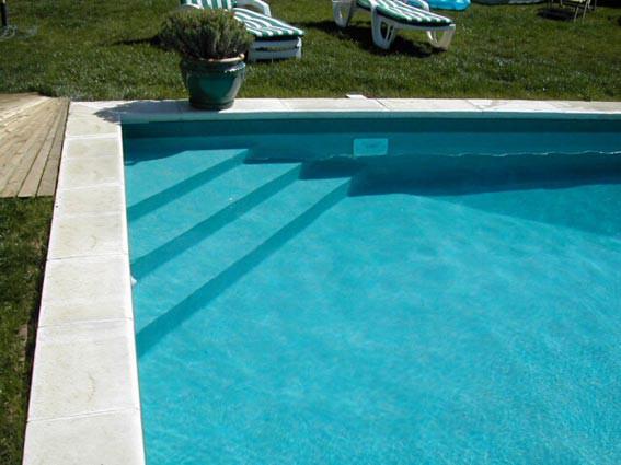 Escalier de piscine installation aquadouce services - Piscine hors sol avec escalier interieur ...
