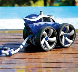 Nettoyage robots avec surepresseur aquadouce services for Piscine chambourcy